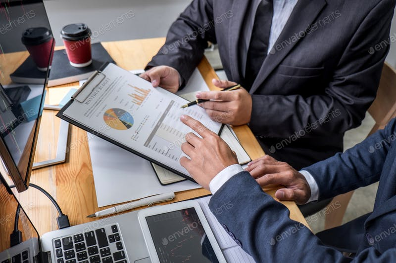 Top 5 ways A legal advisor can help you professionally